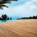 lesena terasa z bazenom