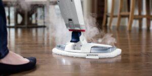 čiščenje parketa s parnim čistilnikom
